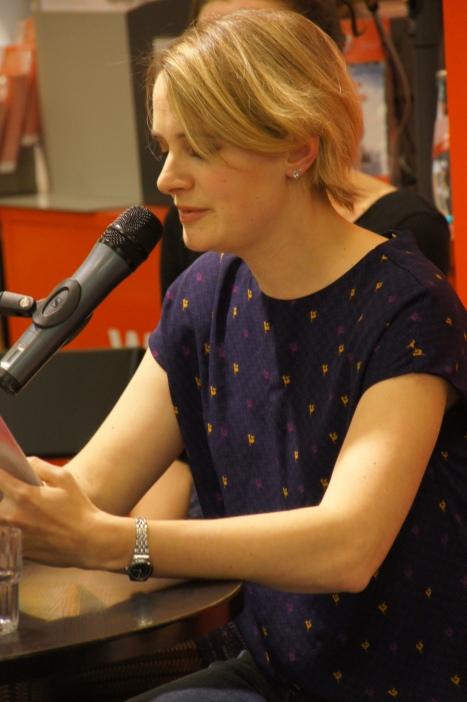 """Annika liest """"Die Dritte"""" aus """"Nichts Dramatisches""""."""